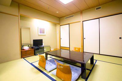 本館和室8畳室内